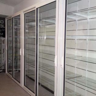 Vitrines fermées pour intérieur de magasin. Aubagne