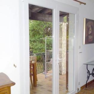 Porte fenêtre Schüco, double béquille, serrure seuil plat. Logis Neuf Allauch