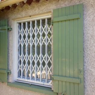 Grille extensible laqué blanc RAL9010 Marseille 13006