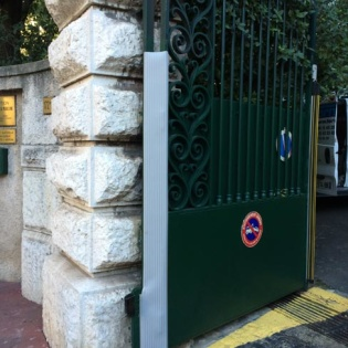 Protection de sécurité pour portail acier