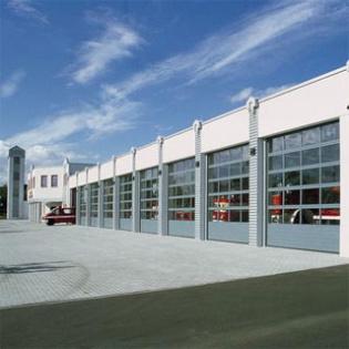 Porte sectionnelle TAP 40 Hörmann. Mix acier, aluminium, vitrage haute isolation