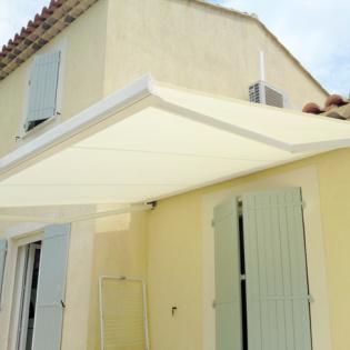 Store coffre BRUSTOR modèle B23, couleur ivoire, motorisation Somfy, capteur 3D RTS - Salon de Provence